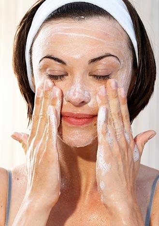 profesionalna-kozmetika-za-mazna-koja-s-eksfolirasht-efekt